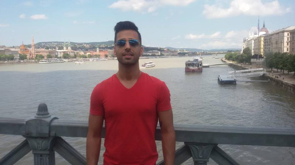 Yo en el Danubio, intentando pescar algo